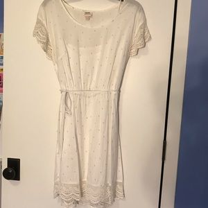 White summery dress with lace